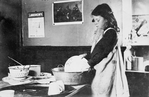 Girl doing the dishes, around 1911