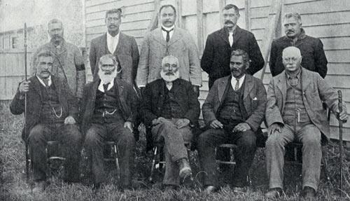 Kaumātua me te rūnanga: Maahunui Kaunihera Māori