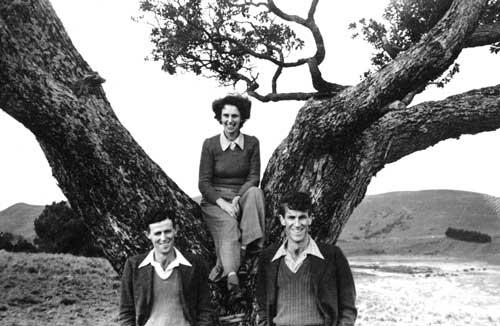 Edmund, Rex and June Hillary, 1946
