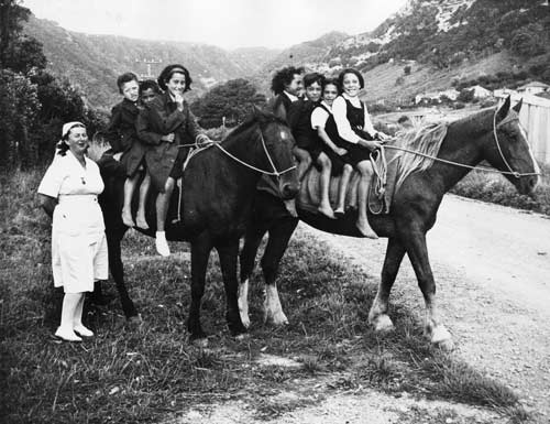 Dental nursing: Te Araroa, East Cape, early 1940s