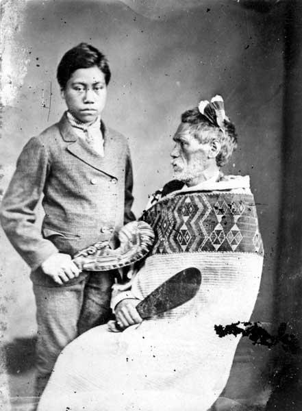 Ko Rewi Maniapoto me tana tama whāngai, tau 1879