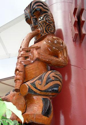Ko Tūtānekai e whakatangi ana i tōna pūtōrino