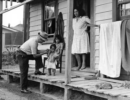 Doctor checking Māori family, 1950