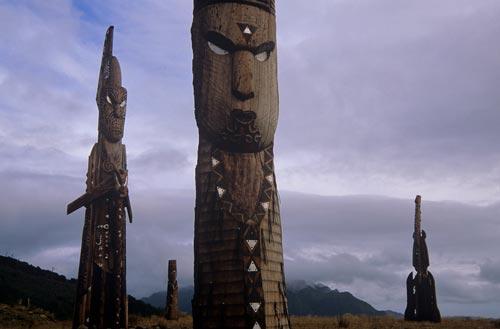 Whakairo on Hikurangi