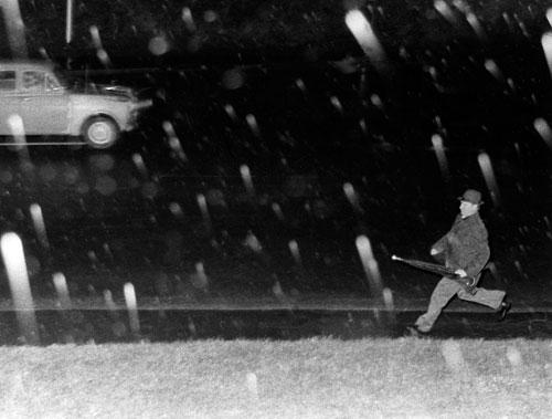 Soviet diplomat flees from the SIS, Aro Street, 1974