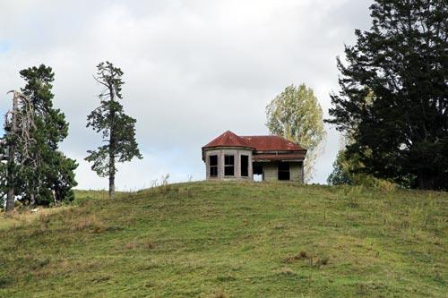 Abandoned house  near Te Kūiti