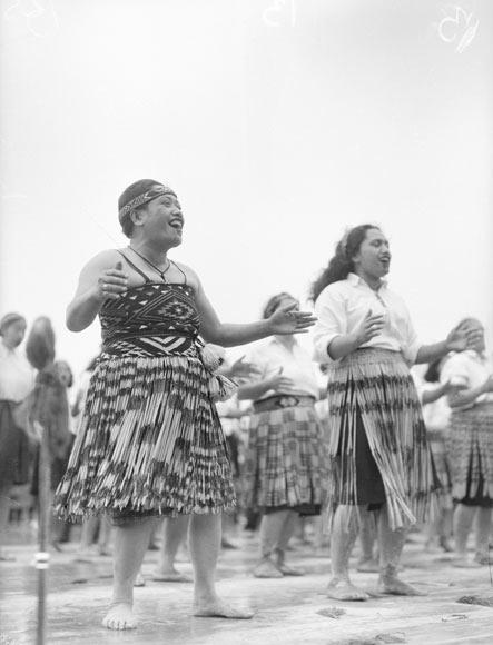 Tuini Ngāwai and Ngoi Pēwhairangi, 1943
