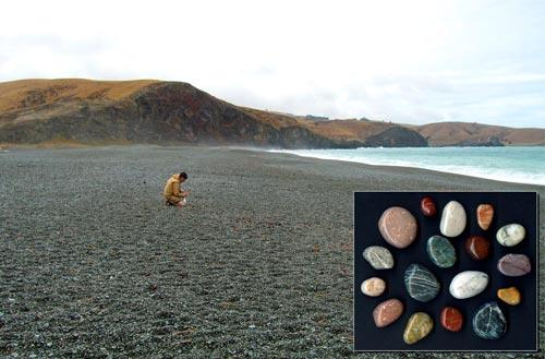 Looking for gemstones, Birdlings Flat