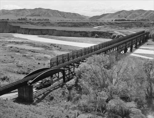 Double-decker road–rail bridge