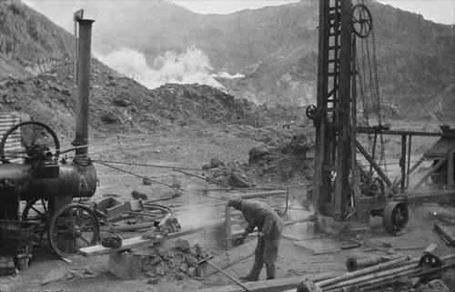 Sulfur mining, White Island