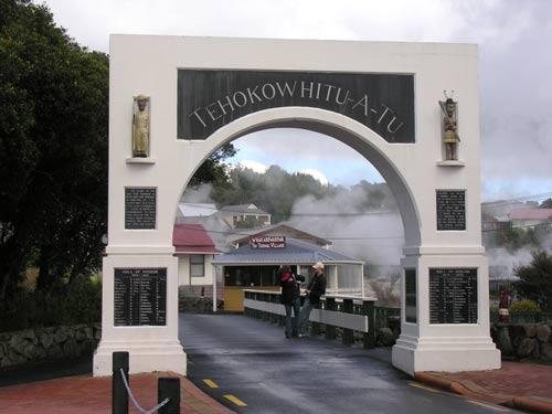 Memorial gateway, Whakarewarewa