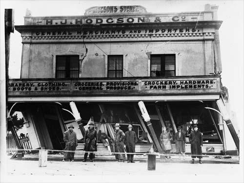 Damage to Hodgson's store, Murchison