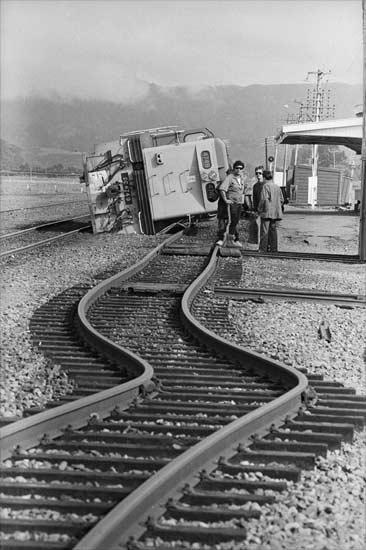 Twisted railway tracks, Edgecumbe