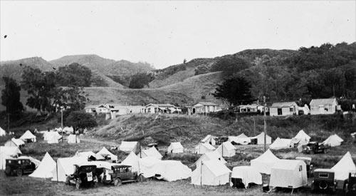 Tents and houses, Waihī Beach