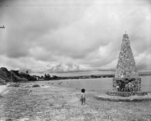 Maketū memorial